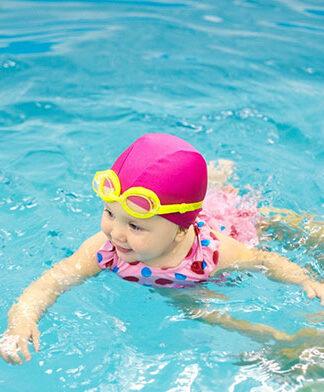 Jaki czepek na basen dla dziewczynki będzie odpowiedni